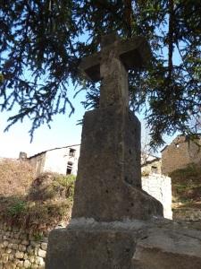 Cruz sobre tapia cementerio 3