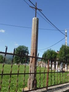 Laspaúles. Crucero en cementerio