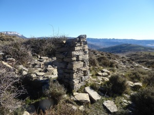 Pilaret y restos ermita de San Bernabeu 1