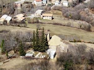 Santa Eulalia y el pueblo desde el camino a las Bordas