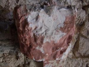 Capitel en el muro sur