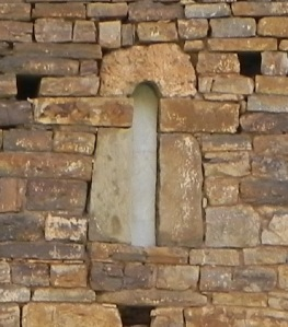 Ventana en muro oeste