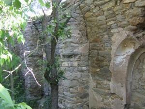 Muro norte. Pilastras que sostenían los arcos fajones.