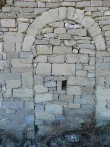 Puerta cegada en el muro norte de la capilla nueva