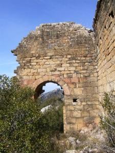 Portada y muro oeste