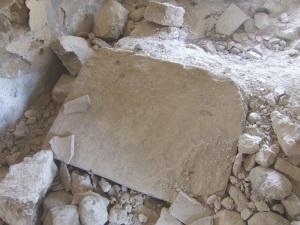 Ara del altar de la capilla lateral