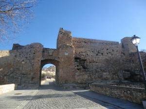 Restos de las murallas y arco de Bezudo