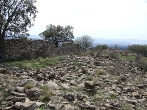 Ruinas y muros al sur de San Saturnino
