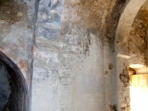Muro sur. Pilastras y capiteles de aarnque de los fajones