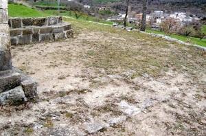 Restos de San Martín. En primer término la base del muro sur