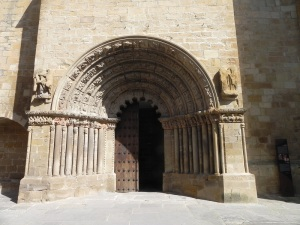 Puente la Reina. Iglesia de Santiago. Portada