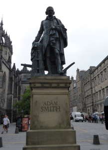 Edimburgo. Monumento a A. Smith