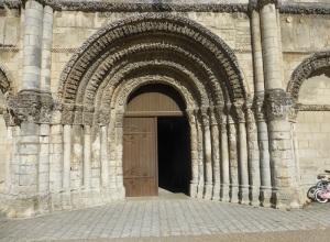 Saintes. Abadía de las Damas. Portada de la iglesia