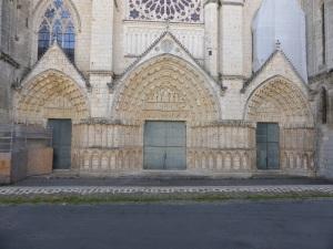 Poitiers. Catedral de San Pedro. Portadas