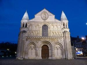 330. Poitiers. Notre Dame la Grande