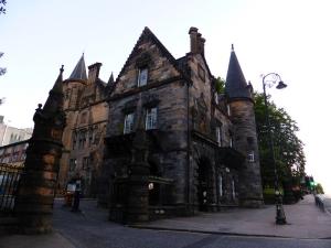 571. Glasgow. Avda. de la Universidad