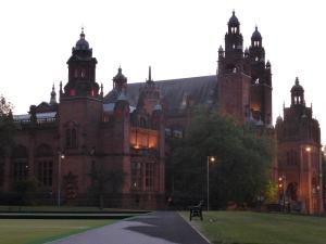 Glasgow. Museo Kelvingrove por la noche