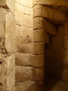 San Martín de Meursac. Escalera de acceso a la cripta