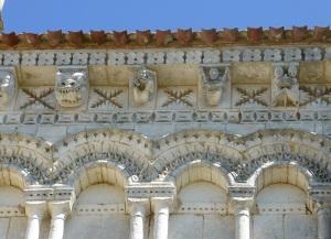 Rétaud. St-Trojan. Detalle de la decoración de la cabecera