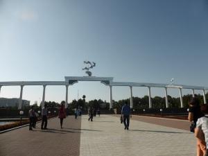 066. Taskent. Plaza Mustaqillik