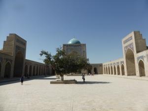 Mezquita y minarete Kalon