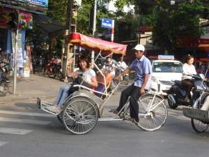 033. Hanoi. Paseo en triciclo por el barrio antiguo