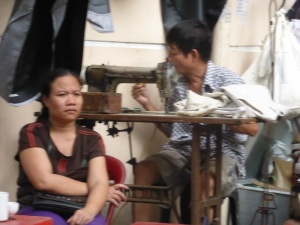 039. Hanoi. Paseo en triciclo por el barrio antiguo