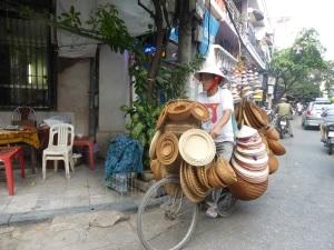 080. Hanoi. Paseo en triciclo por el barrio antiguo