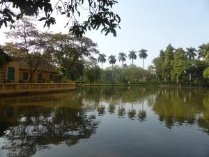 126. Hanoi. Jardines del complejo del Mausoleo de Ho Chi Minh