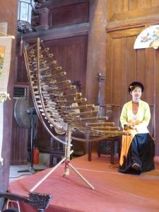 191. Hanoi. Templo de la Literatura. Concierto de música tradicional