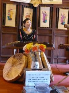 193. Hanoi. Templo de la Literatura. Concierto de música tradicional