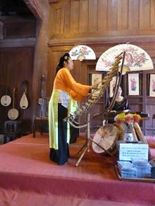 196. Hanoi. Templo de la Literatura. Concierto de música tradicional