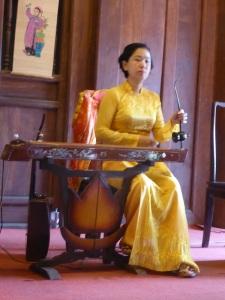 197. Hanoi. Templo de la Literatura. Concierto de música tradicional