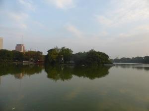 253. Hanoi. Lago Hoan Kiem