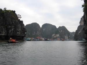 425. Bahía de Halong. Paseo en barca