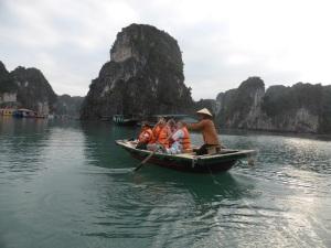 430. Bahía de Halong. Paseo en barca