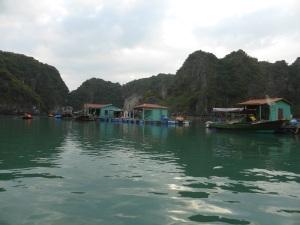 440. Bahía de Halong. Paseo en barca