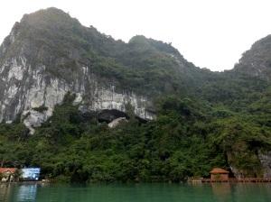 548. Bahía de Halong. Hacia la cueva Hang Sung Sot