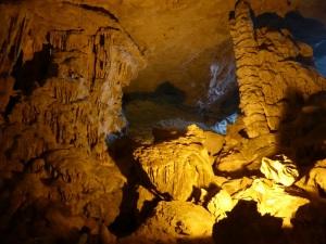 565. Bahía de Halong. Cueva Hang Sung Sot