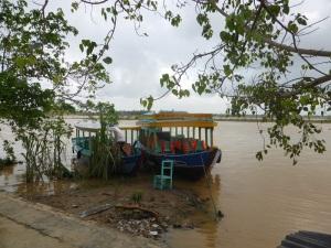 742. Hoi An. Excursión en barca por el río Thu Bon. Aldea de ceramistas