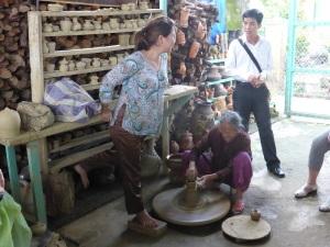 743. Hoi An. Excursión en barca por el río Thu Bon. Aldea de ceramistas