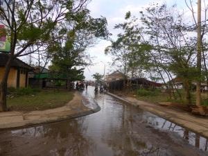 755. Hoi An. Excursión en barca por el río Thu Bon. Aldea de carpinteros