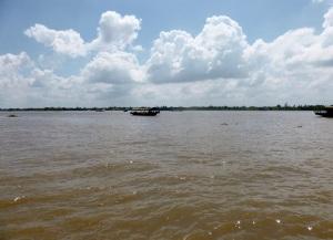 1072. Excursión en barca al mercado flotante de Cai Be