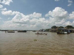 1079. Excursión en barca al mercado flotante de Cai Be