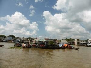 1081. Excursión en barca al mercado flotante de Cai Be