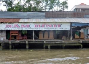 1119. Continuación de la excursión por el Mekong. Fábrica de ataudes