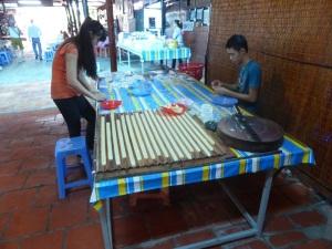 1126. Visita a fábrica de caramelos y licores de coco y arroz