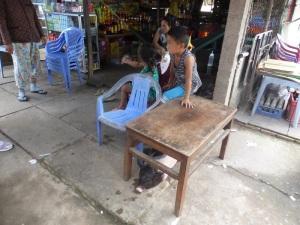 1131. Visita a fábrica de caramelos y licores de coco y arroz