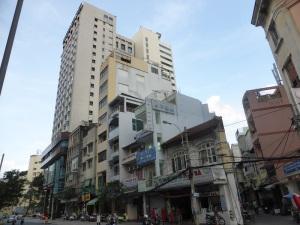 924. Saigón