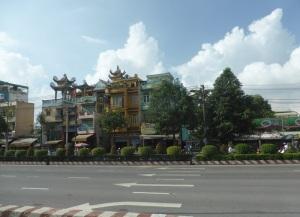944. Saigón
